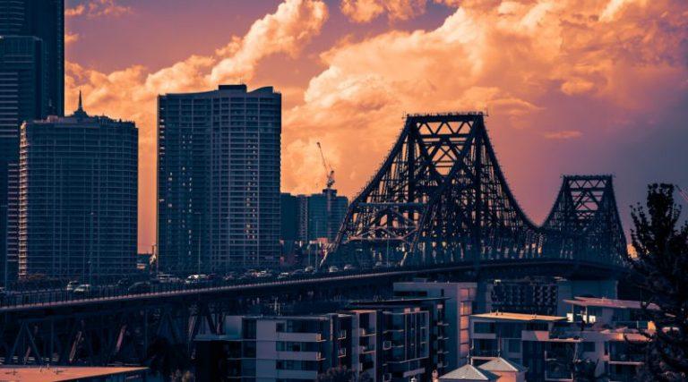 Brisbane's Storybridge at night