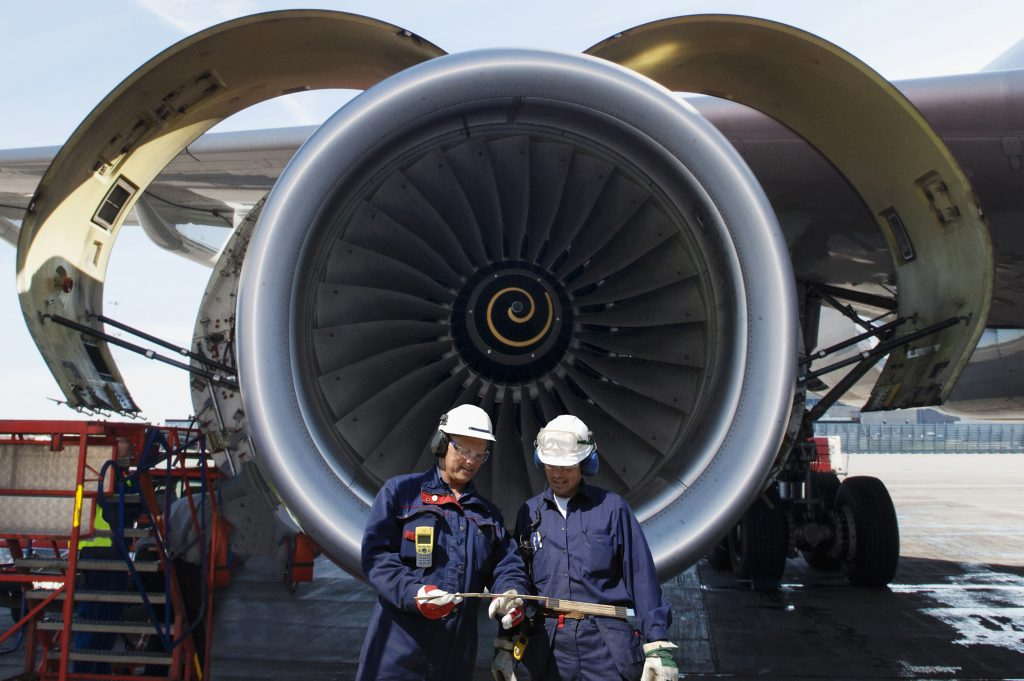 airplane mechanics and jet engine